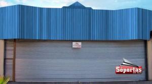 Porta de aço automática de 13 x 5 metros em Mauá